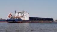 Экипаж сухогруза «Юсра» объявил забастовку в порту Астрахани из-за долгов по зарплате