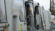 Транспортный коллапс в Свердловской области: водители автобусов не вышли в рейсы из-за долгов по зарплате