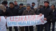 Путин разрешил не платить гражданам зарплаты, пенсии, стипендии